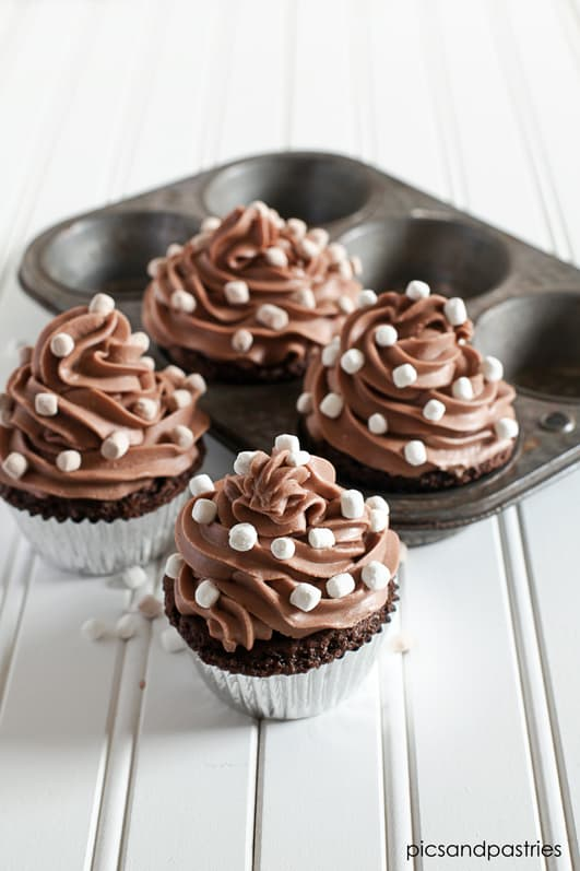 hotchocolatecupcakesfrosted