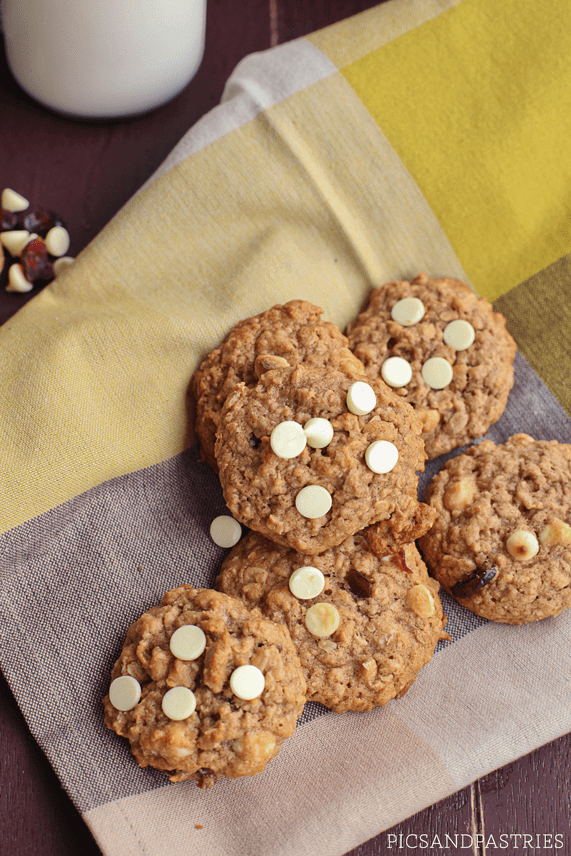 Cranberry White Chocolate Oatmeal Cookies - picsandpastries